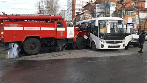 In Anapa, a minibus collided with a fire truck